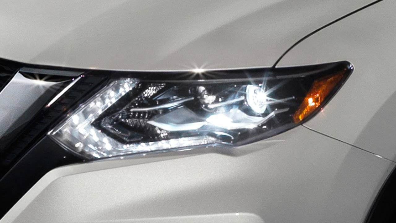 2017.5 Nissan Rogue Start a Revolution with LED Lights