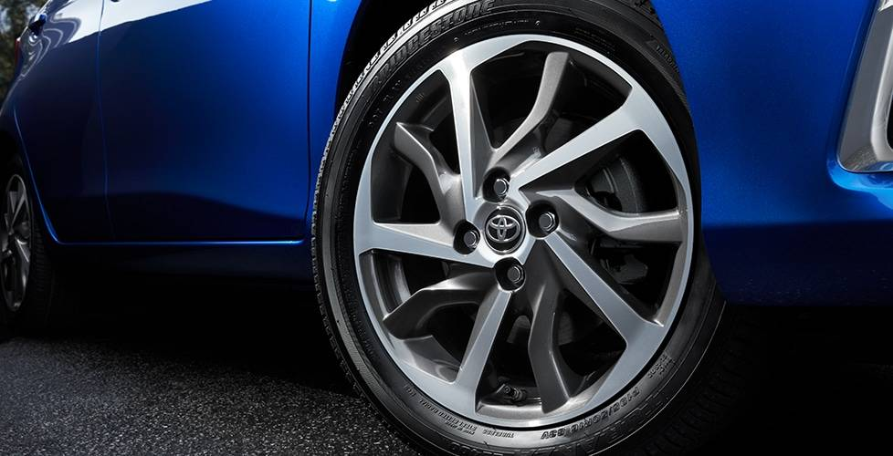 2018 Toyota Yaris 16-in. machined alloy wheels