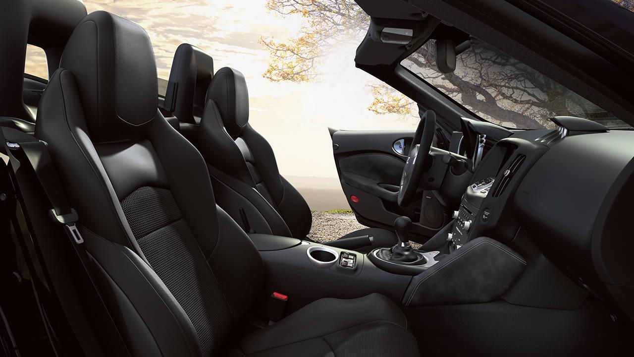 2017 Nissan 370Z Roadster Interior