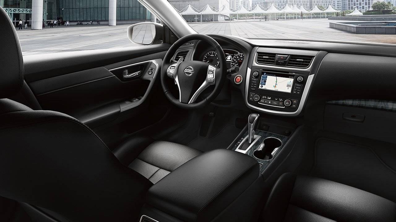 2017.5 Nissan Altima Sedan TAKE A SEAT IN THE SPOTLIGHT