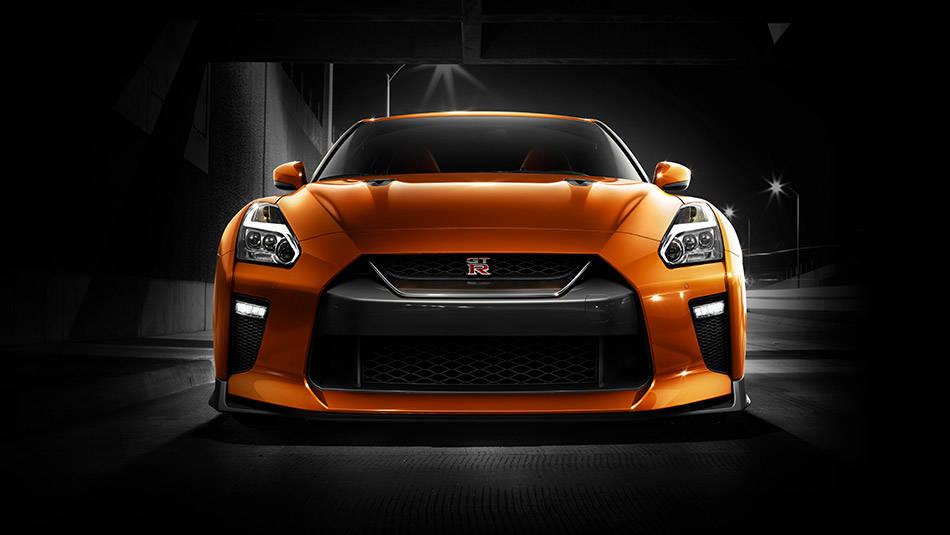 2017 Nissan GT-R Multi-LED headlights with signature lighting