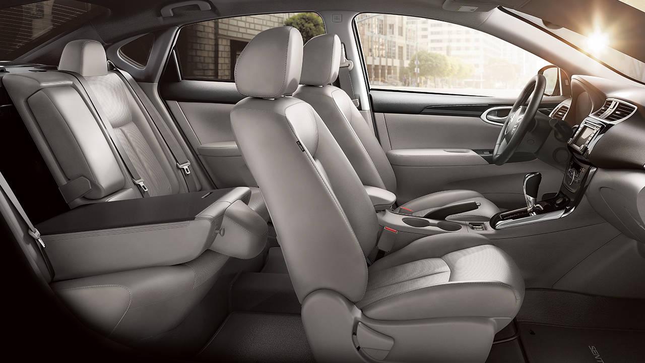 2017 Nissan Sentra AMPLE LEG ROOM. AMPLE AMENITIES.