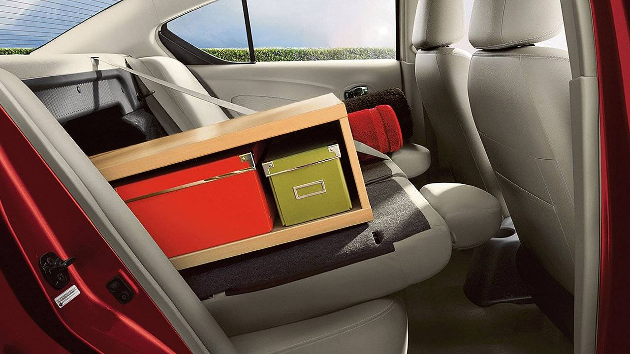 2017 Nissan Versa Sedan Fold-down rear seat