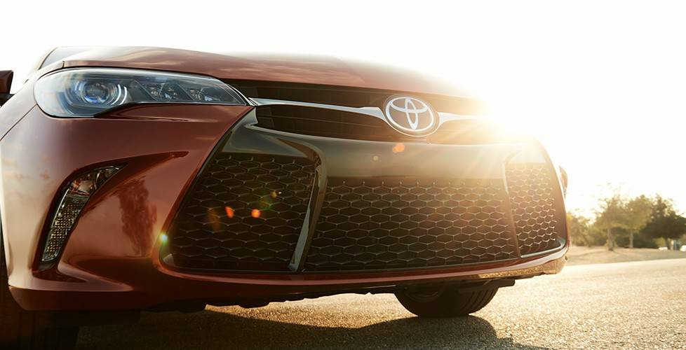 2017 Toyota Camry Hybrid Sport mesh front grille