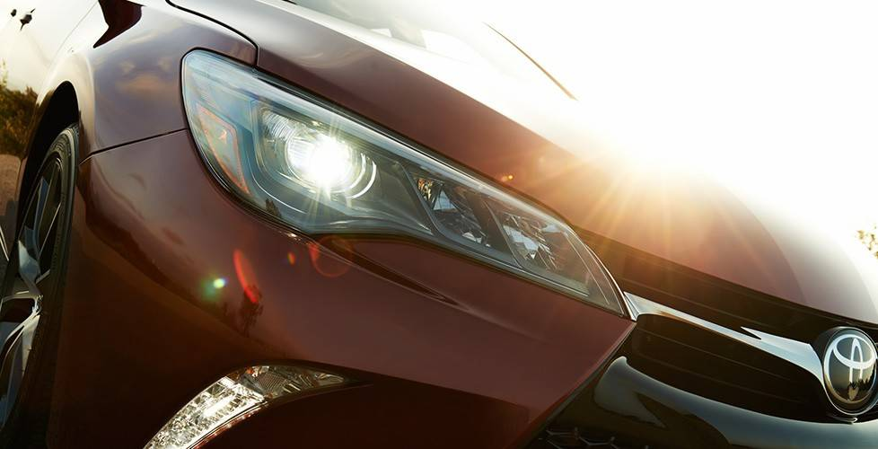 2017 Toyota Camry Hybrid LED headlights and DRL