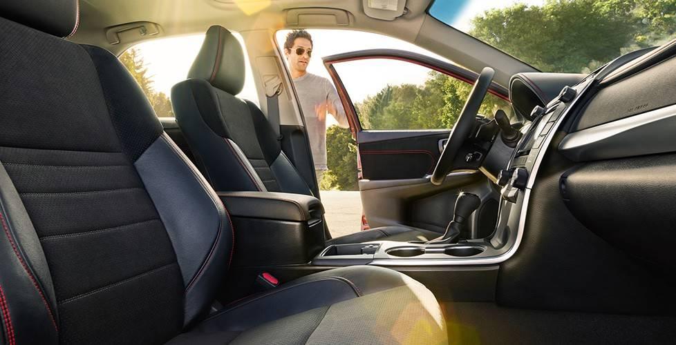 2017 Toyota Camry Hybrid Sport Seats