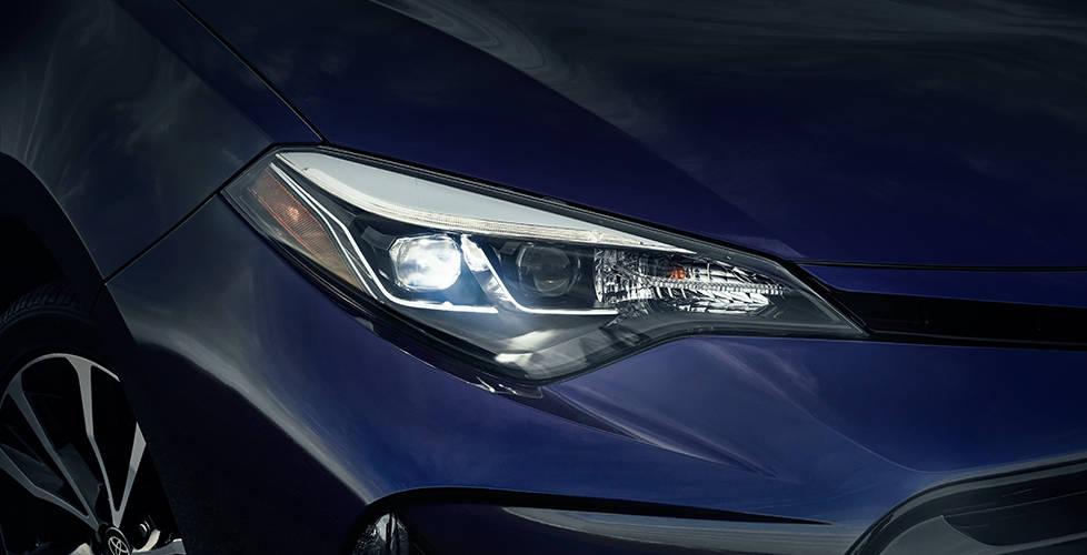 2017 Toyota Corolla Standard Bi-LED headlights