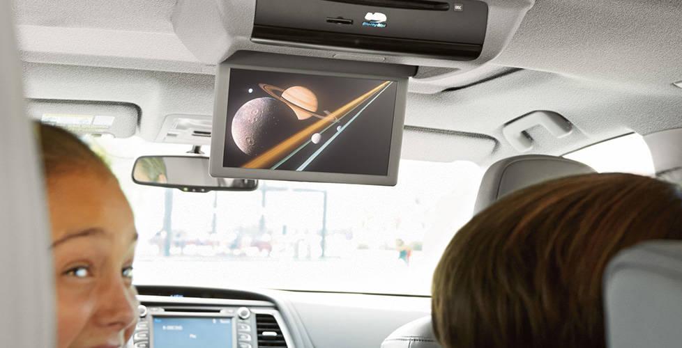 2017 Toyota Highlander Hybrid Rear-seat entertainment