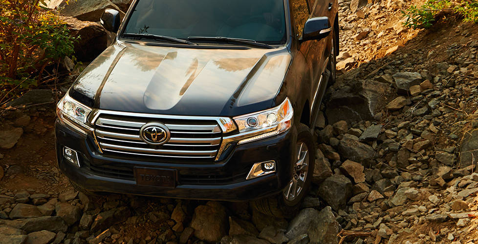 2017 Toyota Land Cruiser Powerful grille