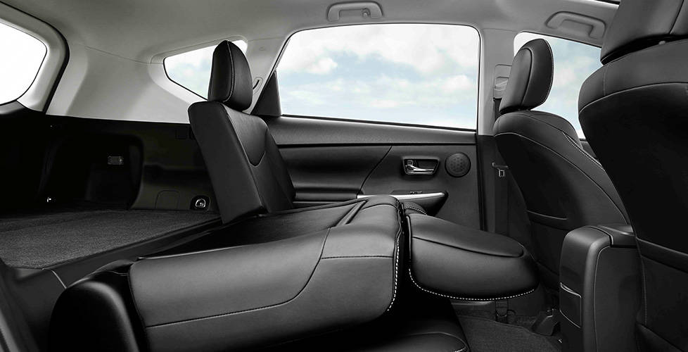 2017 Toyota Prius v Flexible seat and cargo configurations