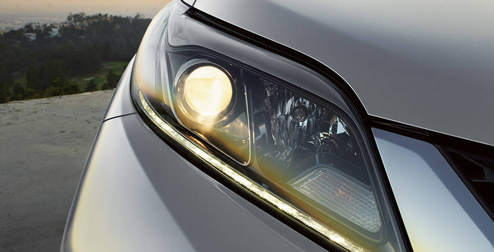 2017 Toyota Sienna Projector-beam headlights