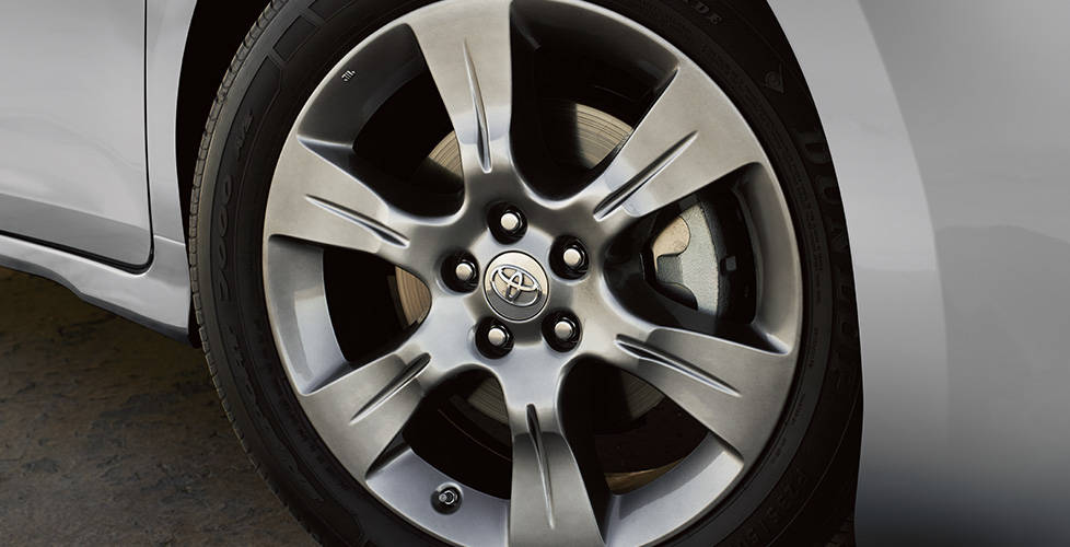 2017 Toyota Sienna 19-in. alloy wheels
