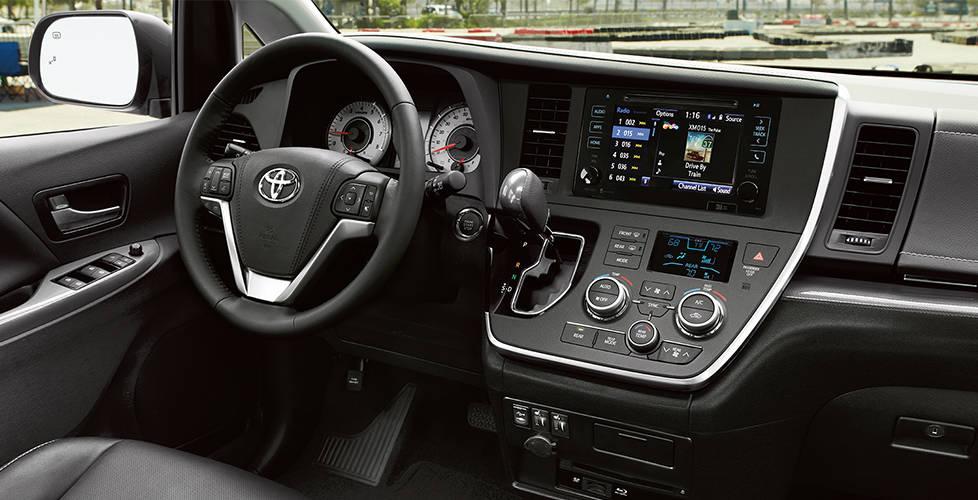 2017 Toyota Sienna Wide dash