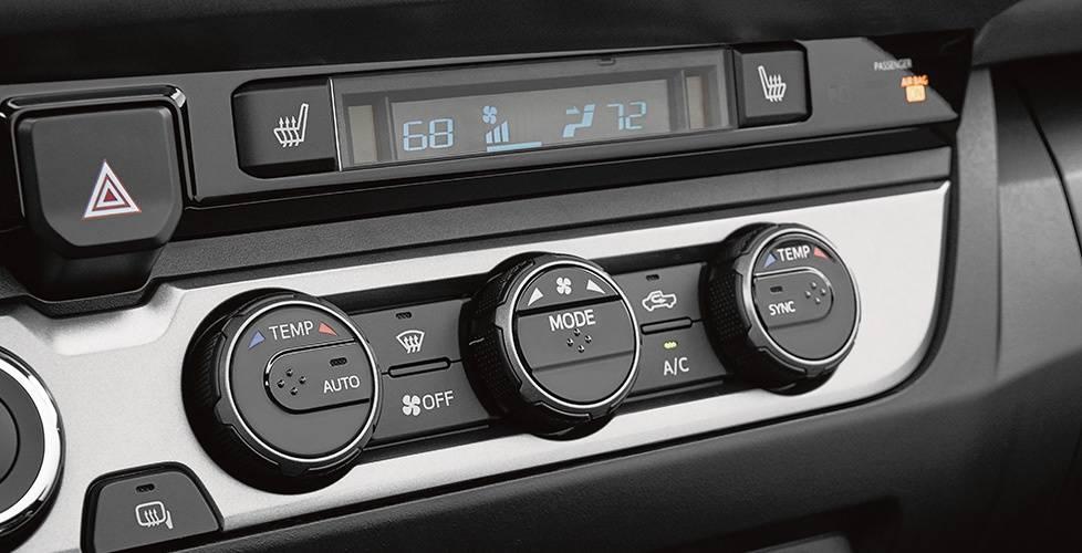 2017 Toyota Tacoma Access Cab Dual zone climate control