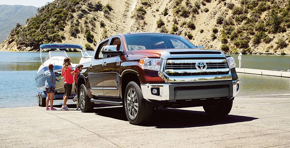 2017 Toyota Tundra Crew Max 4x2 Built to tow and haul